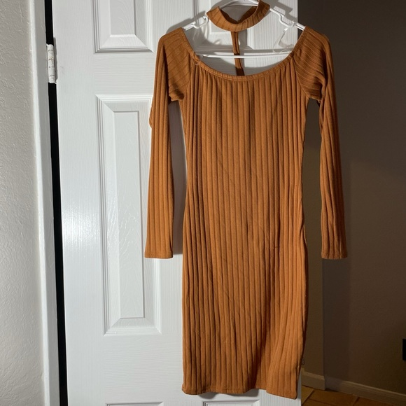 Dress off the shoulders, with choker collar size M